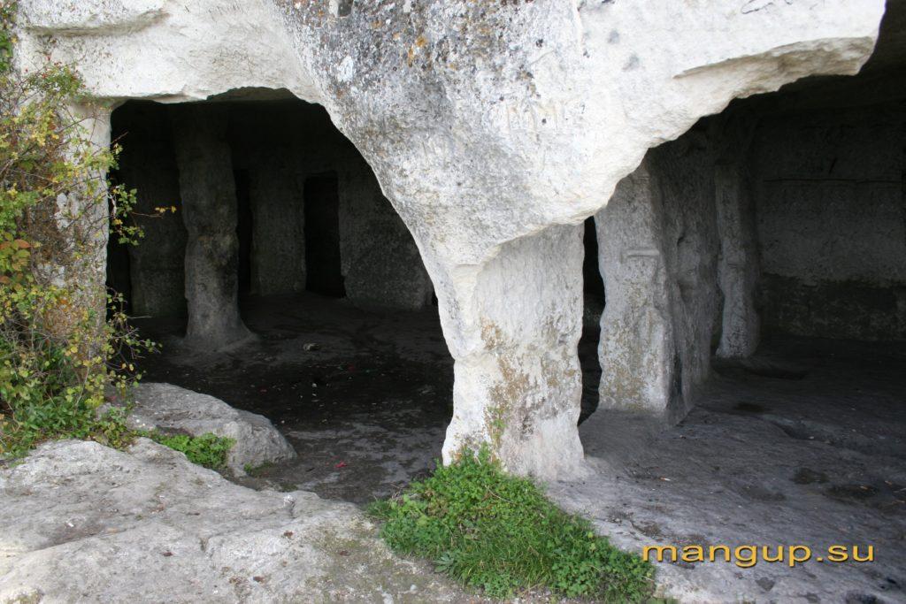 Мыс Тешкли-бурун. Пещера Барабан-коба.