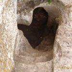 Мыс Тешкли-бурун. Спуск в пещеру Барабан-коба из дозорного комплекса.