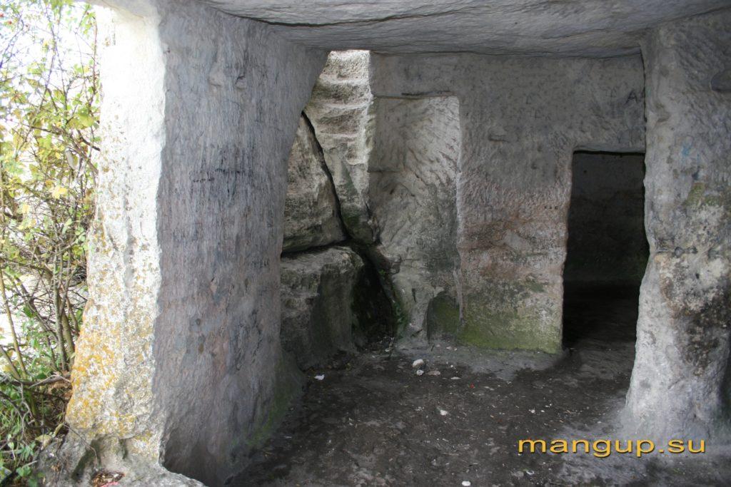Мангуп. Пещера Барабан-коба.
