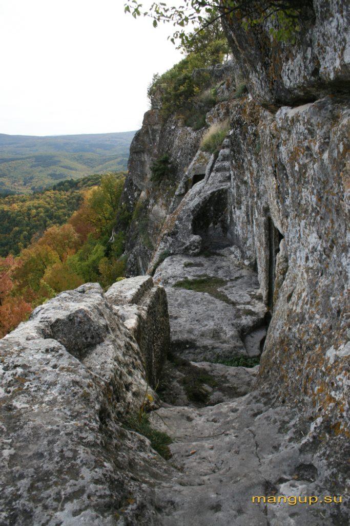 Терраса восточного пещерного комплекса мыса Тешкли-бурун.