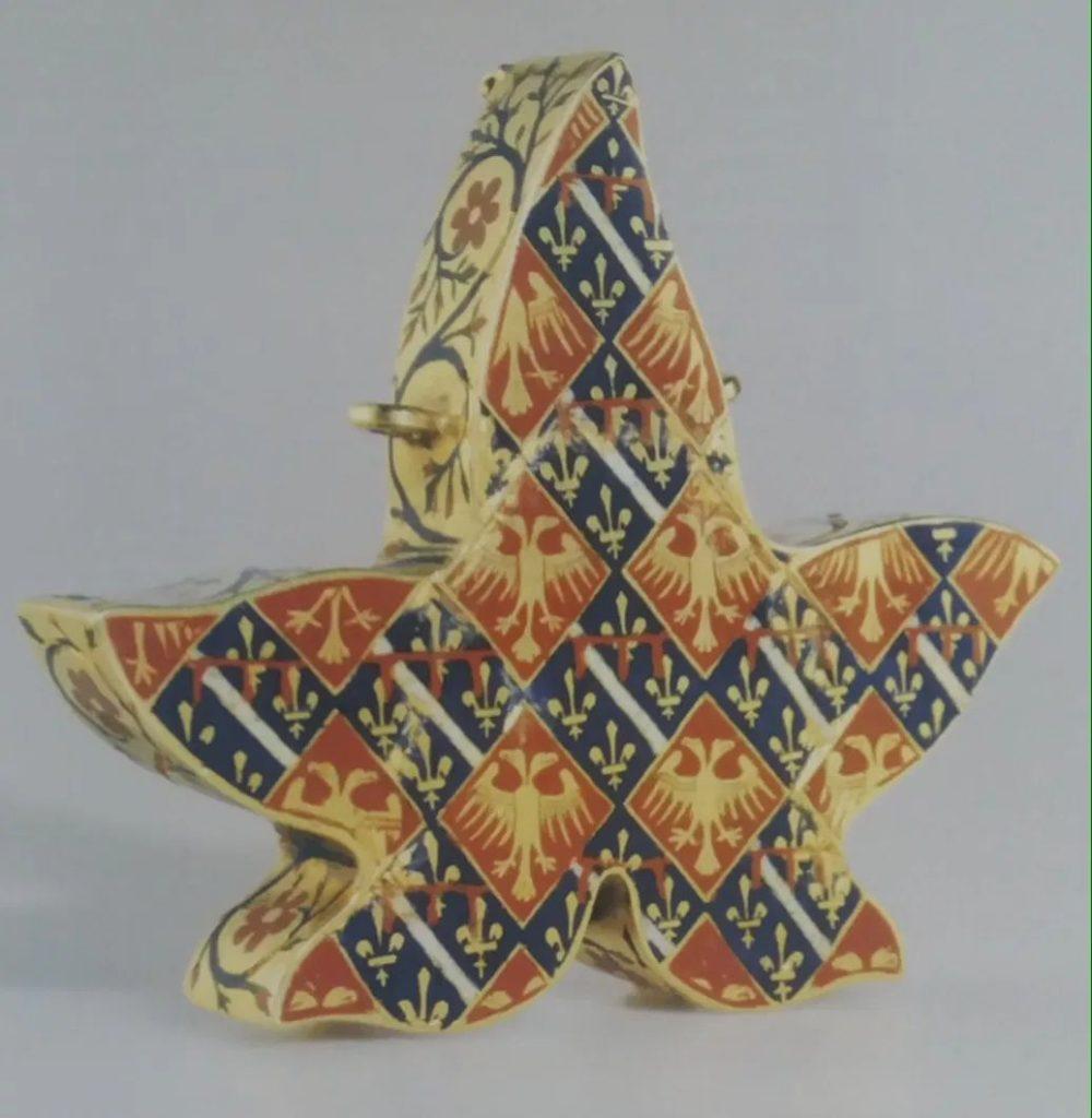 Медальон с гербами Филиппа Тарентского и его жены эпирской принцессы Тамары.