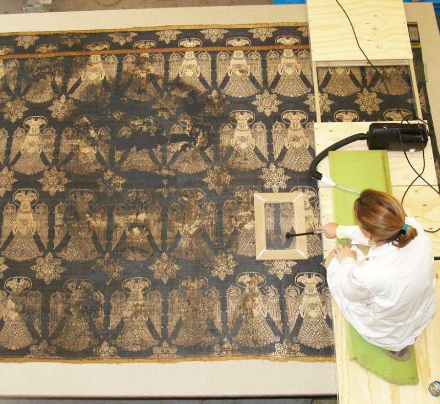 Реставрация текстиля из гробницы св. Зоила.