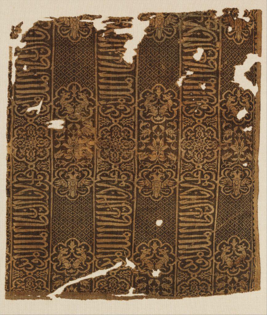 Шелковый плащ египетского производства с двуглавыми орлами и грифонами.
