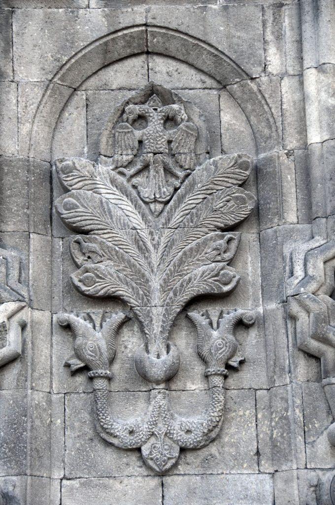 Западная часть портала Чифте Минарели Медресе
