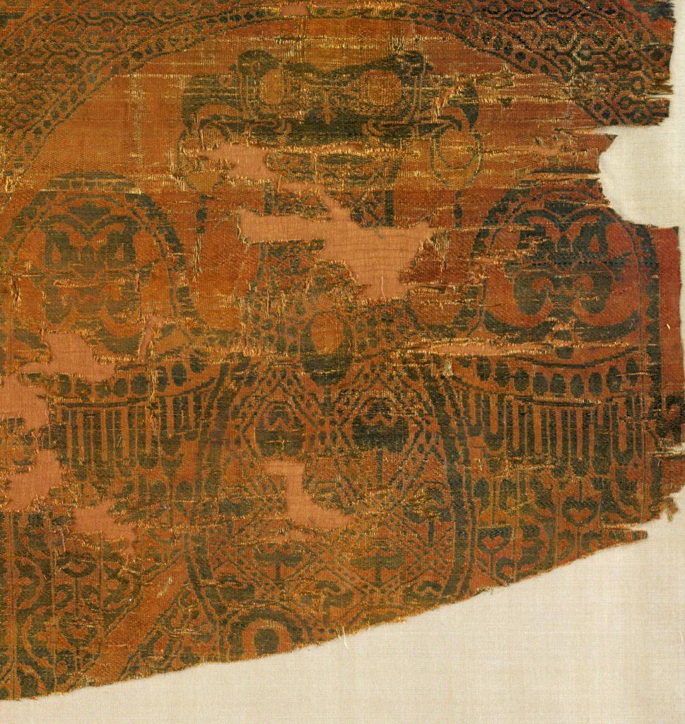 Фрагмент шелковой ткани из гробницы Бернарда Кальбо.