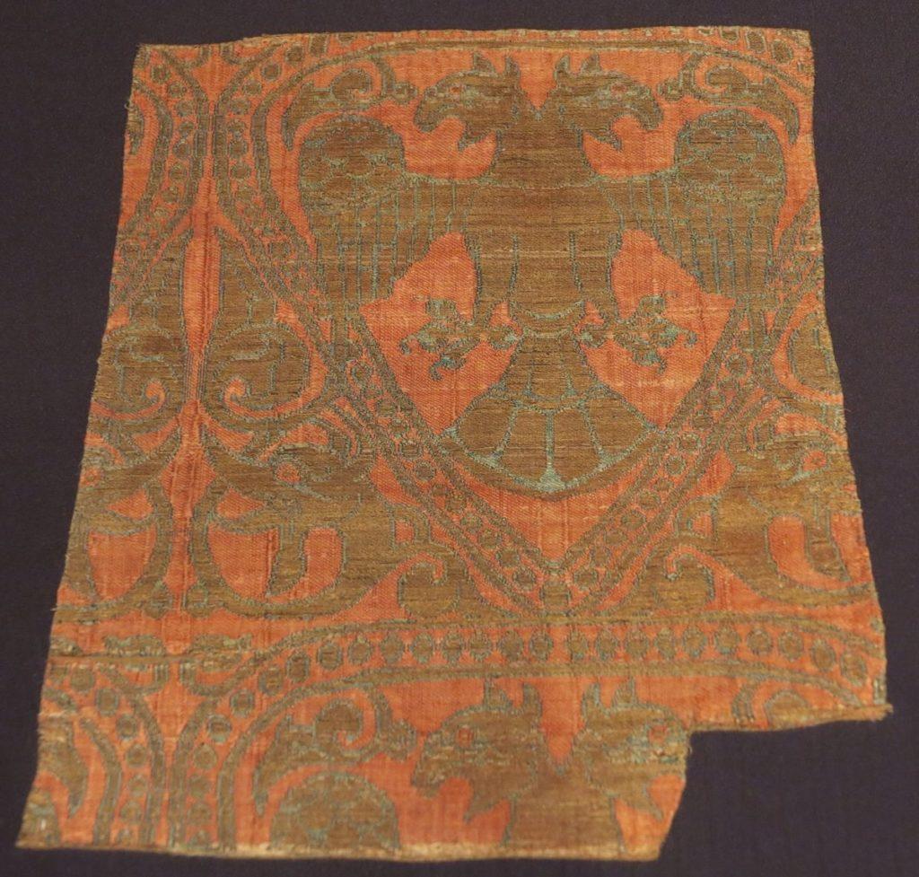 Красный шелк. Анатолия, 13 век.
