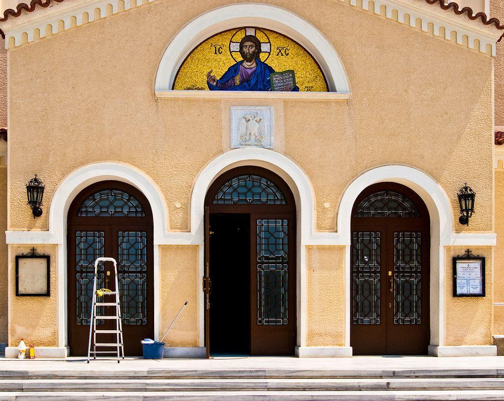 Двуглавый орел над западным входом церкви Преображения Господня, Каламарья.