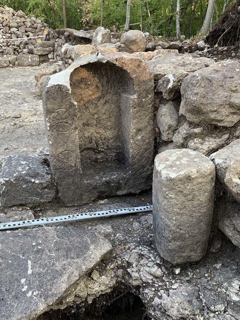 Эски кермен. Алтарная часть храма, открытого раскопками 2018-2019 гг.