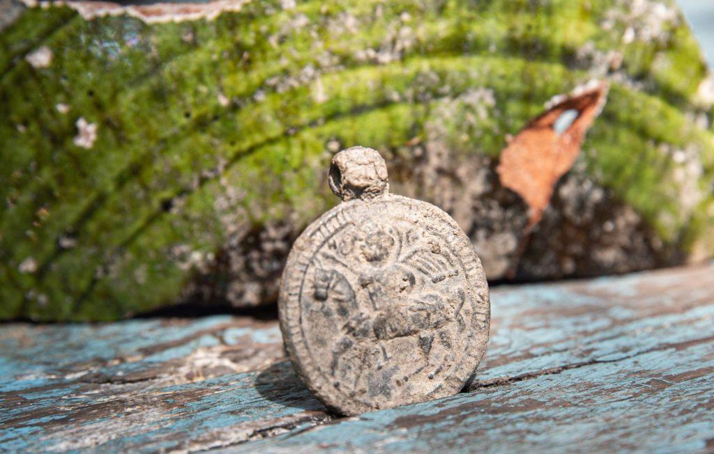 Византийский медальон из раскопок на Мангупе.