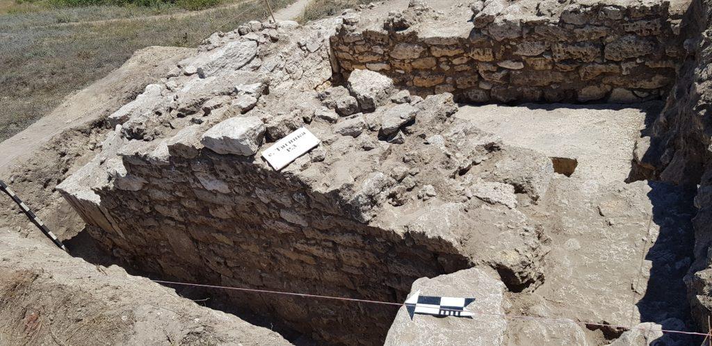 Раскопки башни крепости Тягин в 2020 году.